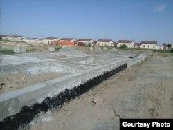 Строительство индивидуальных домов по типовому проекту в сельской местности в Узбекистане.