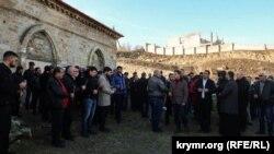 Молитва у храма Святого Георгия