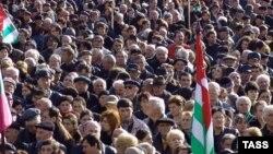 Сегодняшняя акция оппозиции в Сухуми была достаточно многолюдной