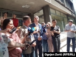 Deo članova Saveza za Srbiju, Miroslav Aleksić i Boško Obradović ispred FPN-a