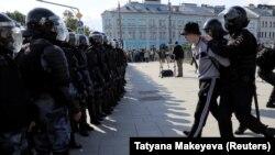 Arestări ale demonstranților făcute de poliție la Moscova