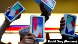 Першыя пакупнікі iPhone X у Аўстраліі