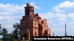 Разрушенная церковь в селе Пески
