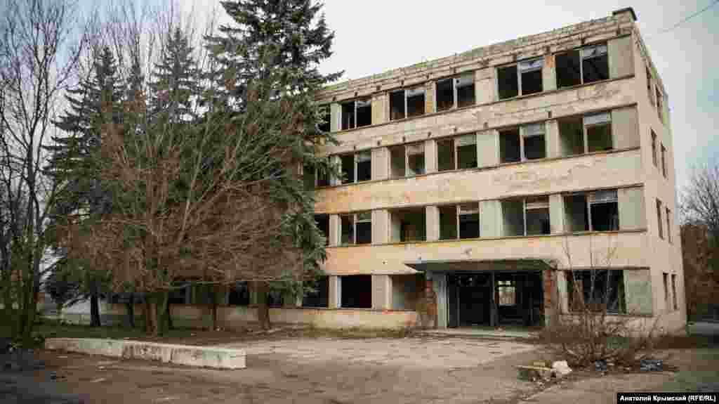 Все, что осталось от завода «Крымская Роза»