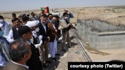 Afghan President Ashraf Ghani (in turban) visits construction of Kamal Khan Dam in Nimruz Province on July 26.