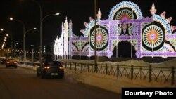 Улица Марселя Салимджанова, Казань. Новогодняя иллюминация как один из отвлекающих факторов