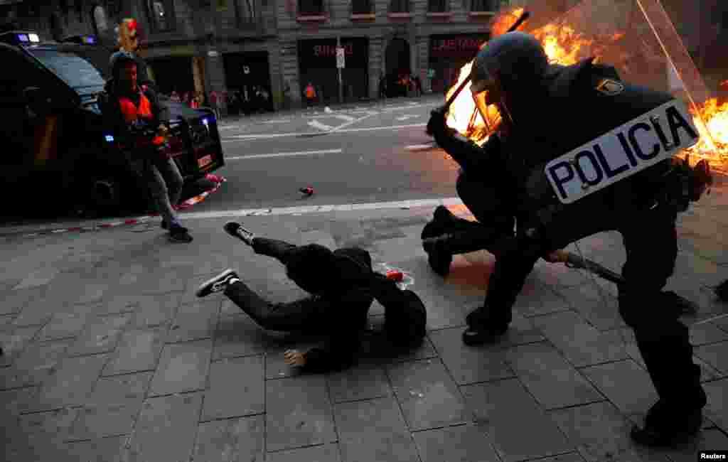 Як повідомляє іспанська влада, під час сутичок між протестувальниками і поліцією у Барселоні 16 жовтня поранення отримали майже 100 людей, 33 людини затримали.