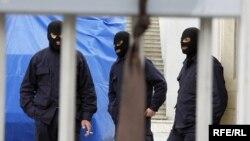 Депутат Валерий Гелашвили ждал этого дня девять лет. Сегодня бывшим высокопоставленным чиновникам МВД Эрекле Кодуа и Гии Сирадзе предъявлены обвинения в организации нападения на оппозиционера в июле 2005 года