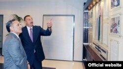 Prezident İ.Əliyev Mətbuat Şurasının yeni binasının açılışında. 2010