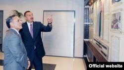 İ.Əliyev Mətbuat Şurasının binasının açılışında. 2010