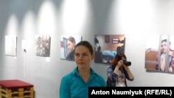 Вера Савченко на выставке Антона Наумлюка