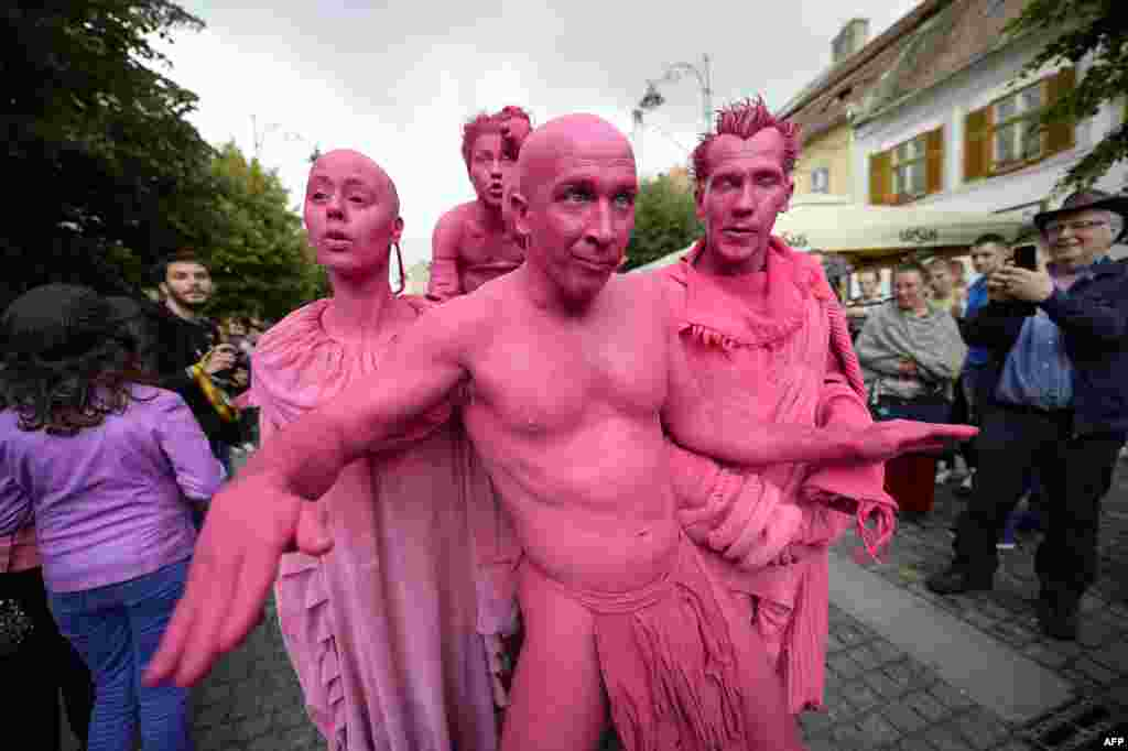 "Members of the LJUD group from Slovenia performs a show called ""Invasion"" on a street in Sibiu, Romanian, 300 kilometers from Bucharest, during the opening of the International Sibiu Theatre Festival. (AFP/Sebastian Marcovici)"