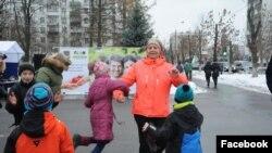 Лариса Дорохина с детьми на городском празднике