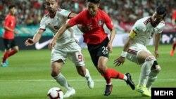 دیدار تیمهای فوتبال ایران و کره جنوبی در ورزشگاه جام جهانی سئول با حضور بیش از ۶۰ هزار تماشاگر برگزار شد
