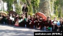Türkmenistanda ýetip gelýän uly çäräniň öňünden taýynlyk işleri alnyp barylýar.
