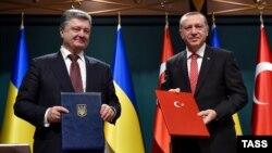 Президент Турции Реджеп Эрдоган в ходе встречи с Петром Порошенко в марте