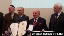 Dervo Sejdic (second from left) and Jakob Finci (second from right) receive an award from the International League of Humanists in Sarajevo in January 2013