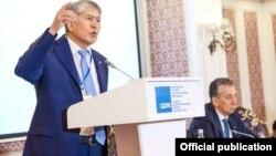 Алмазбек Атамбаевтың Қырғызстан социал-демократиялық партиясы съезінде сөйлеп тұрған сәті. Бішкек. 31 сәуір, 2018 жыл.