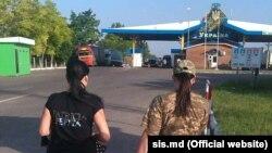 Молдова передає Україні затриману за підозрою в підтримці сепаратистів українку, фото Служби інформації і безпеки Молдови