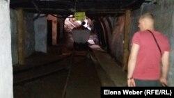 Майқұдықтағы шахтада жүрген турист. Қарағанды облысы, 21 шілде 2017 жыл.
