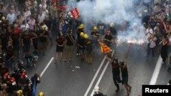 Протести против мерките за штедење во Барселона