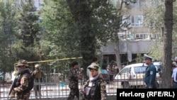 این حمله انتحاری در ورودی بانکی در نزدیکی سفارت ایالات متحده در کابل اتفاق افتاده است.