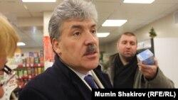 Павел Грудинин в сельском продуктовом магазине