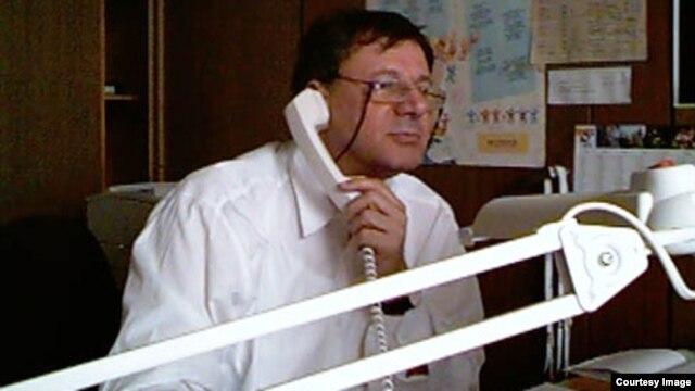 "Czech Republic - Omer Karabeg, host of ""The Bridge,"" a pioneering program of RFE/RL's Balkan Service."