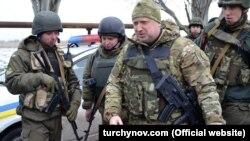 Олександр Турчинов під час візиту в зону АТО (архівне фото)