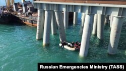 Рятувальники на місці падіння автобуса у море, Краснодарський край Росії, 25 серпня 2017 року