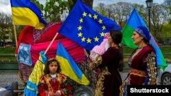Учасники святкування Міжнародного дня ромів. Закарпаття, Ужгород, 7 квітня 2017 року