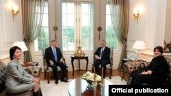 Алмазбек Атамбаев жана Абдулла Гүл, жубайлары менен, Анкара, 13-январь, 2012-жыл