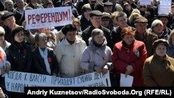 Луганскдаги россияпараст норозилар намойиши, 2014 йилнинг 6 апрели.