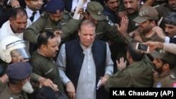 Pakistani former Prime Minister Nawaz Sharif arrives at a court in Lahore on October 11.