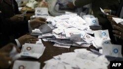 Пребројување на гласовите од референдумот во Египет.