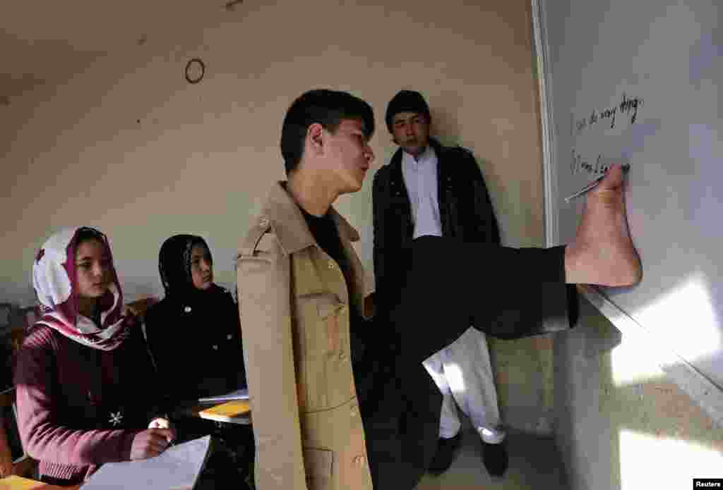 A lesson at Karimi's school in Kabul