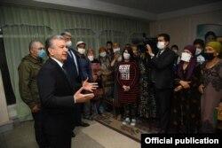 Мирзиёев Сирдарёда тошқиндан жабрланганлар билан учрашмоқда, 2 май, 2020