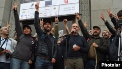 Armenia - Nikol Pashinian and senior members of his Civil Contract party start nonstop anti-government protests in Yerevan, April 13, 2018.