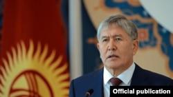 Gyrgyzystanyň prezidentш Almazbek Atambaýew