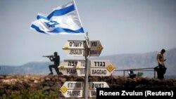 Putokazi i izraelska zastava na Golanu