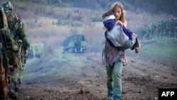 По сценарию, российская мать-одиночка, услышав, что в Южной Осетии может быть война, бросилась спасать сына, которого отправила к его отцу