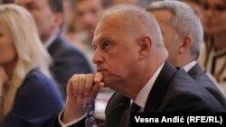 Goranu Vesiću, zameniku gradonačelnika Beograda, nije dopušten ulazak na Kosovo gde je trebalo da ozvanični bratimljenje glavnog grada Srbije i Severne Mitrovice koju srpske vlasti, suprotno kosovskim zakonima, nazivaju Kosovskom Mitrovicom.