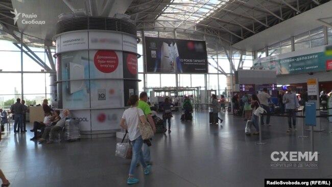 Хто ж заробляє на рекламі в аеропорту «Бориспіль»?