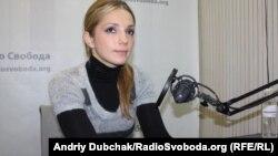 Evghenia Carr (Timoshenko) în studioul Europei Libere de la Kiev
