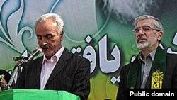 محسن نریمان به همراه میرحسین موسوی