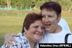 """Buza Feonia și Valentina Ursu, în timpul campaniei """"Aici e Europa Liberă"""""""