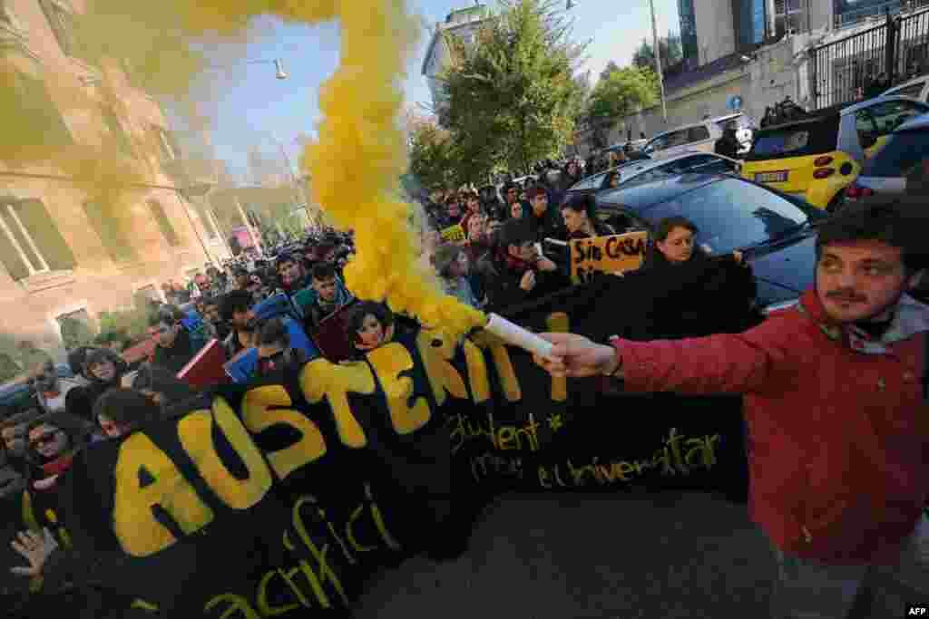 Itali, Romë: Studentët protestojnë kundër shkurtimeve në buxhetin e arsimit dhe kundër masave shtrënguese.