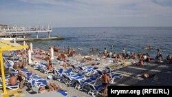 Масандрівський пляж у Ялті
