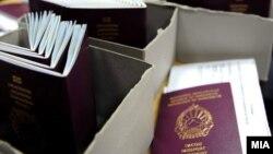 Otkriveno je da je ukupno 215 osoba, od kojih i jedan makedonski državljanin, steklo makedonsku putnu ispravu sa tuđim identitetom