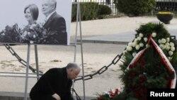 Ярослав Качиньский, брат погибшего президента Леха Качиньского, на мероприятии в память о погибших в авиакатастрофе под Смоленском. Варшава, 10 апреля 2011 года.